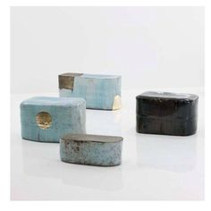 plumcollectivePretty amazing ceramic stools by Hun Chung Lee. #r20thgallery #hunchunglee #ceramic #newfave