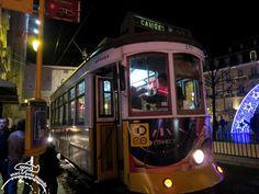 OEléctrico 28é uma forma de conhecer Lisboa.Pode-se apreciar parteda cidade pelas janelas do Bonde. Faça o Passeio de Bonde em Lisboa como antigamente.