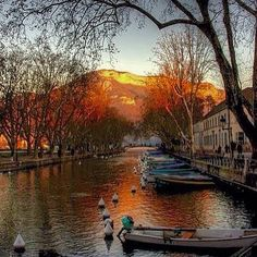 Annecy and its Lake  Coucher de Soleil sur Annecy et le canal de vaisse  #annecy #annecylake #france #tott #town #lake #lac #beautiful #veilleville #riviere #france #alpes #autumn #rhonealpes #montagnes #mountains #oldtownannecy #lacdannecy  #river #hautesavoie #boat #tree #relax #water #coucherdesoleil