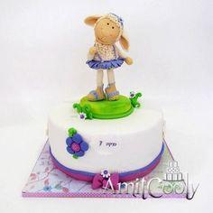 Birthday cakes for kids Fondant Figures, Fondant Cakes, Cupcake Cakes, Beautiful Cakes, Amazing Cakes, Little Girl Cakes, Sheep Cake, Lamb Cake, Farm 2