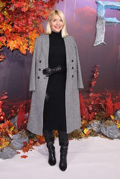 Holly Willoughby wore a Marks & Spencer outfit to the premiere of Frozen The houndstooth coat, cashmere dress and leather gloves were all M&S. She added a pair of black slouched boots to complete the look. Celebrity Boots, Celebrity Style, Holly Willoughby Style, Kirsty Gallacher, Houndstooth Coat, Black Leather Gloves, Leather Jacket, Cashmere Dress, Leather Fashion