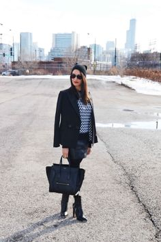 Winter #Monochrome #BlackandWhite Celine Luggage, Luggage Bags, Street Chic, Monochrome, Minimalist, Autumn, My Style, Tops, Winter