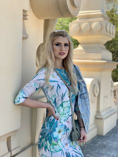 Lifting spirits and tremendously relaxing, the midi peach dress you must have in your wardrobe. Spring Dresses, Must Haves, Peach, Spring Summer, Tunic, Tunics, Peaches, Spring Outfits