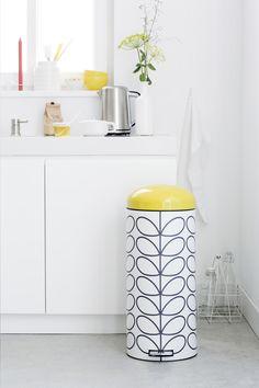 Cette poubelle à pédale Retro Bin blanche de 30 l de Brabantia avec seau intérieur amovible en matière synthétique est très facile à déplacer. #Poubelle #Collishop #Cuisine