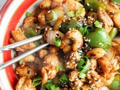 Easy cashew chicken | 15 minute meal recipe found on Gatheredtable. Ingredients include chicken, cooking oil, cashews, green bell pepper, ground ginger, rice wine vinegar, soy sauce, chili sauce, garlic, sesame oil, sesame seeds, green onion, white onion, pepper