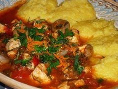 Tocanita de pui cu ciuperci Frango Chicken, Romanian Food, Romanian Recipes, Thai Red Curry, Goodies, Meat, Ethnic Recipes, Travel, Style