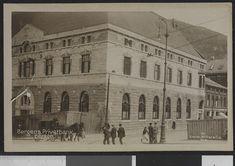 Bildet er hentet fra Nasjonalbibliotekets bildesamling Bergen. Foto: 1 January 1913. Fotograf: Enerett: Mittet & Co - National Library of Norway.