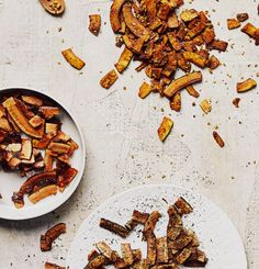 Here's a quick-fix snack that can easily be put together, even by the kids themselves. A twist to the well-known traditional chips and crackers. It's also a great gift idea. Chips, Cracked Pepper, Salty Snacks, Curry Powder, Smoked Paprika, Saveur, Coconut Flakes, Granola, Crackers