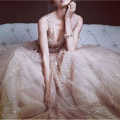 dress, beautiful, and classy image Pretty Dresses, Beautiful Dresses, Vogue, Glamour, Formal Dresses, Wedding Dresses, Prom Dresses, Designer Dresses, Ball Gowns