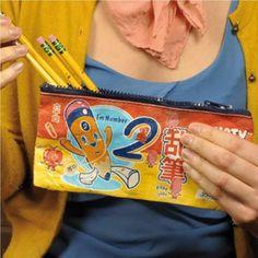 """N'est-il pas """"kawaii"""" ce petit plumier à l'esprit japonais ?  Original, mignon et décalé il deviendra une trousse à crayons ou pourquoi pas à maquillage pour les fans de mangas ! 7,50 € http://www.lafolleadresse.com/bagagerie/1166-plumier-trusty.html"""