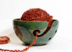 Green yarn bowl with garden fern design, crochet bowl, stoneware yarn bowl, ceramic yarn bowl, big knitting bowl, pottery yarn bowl