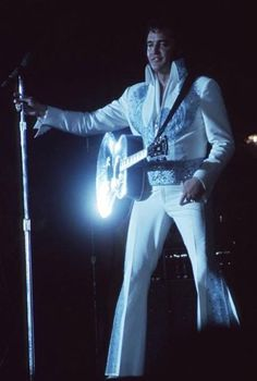 Elvis Presley Priscilla, Elvis Presley Photos, Elvis Memorabilia, Elvis In Concert, The Power Of Music, Burt Reynolds, Graceland, Rare Photos, Music Artists