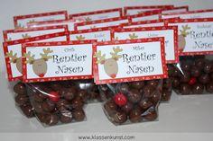 Die etwas andere Weihnachtskarte... Rentiernasen inkl. Rudolfs roter Nase! Entweder selbst gestaltete Kugeln oder Maltesers mit einem roten M&M ;-)