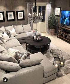Comfy Small Living Room Decor Ideas For Your Apartment - Decor Salon Maison - Living Room Decor Cozy, New Living Room, Home And Living, Cozy Room, Living Room With Sectional, Modern Living, Decorating Small Living Room, Basement Decorating Ideas, Loving Room Decor