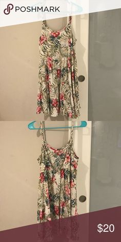 Floral Flowy Summer Dress Summer flowy cut-out back dress! Only worn once. Offers Accepted! Castro Dresses Mini