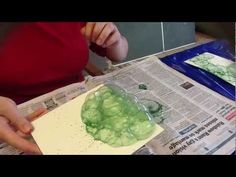A demonstration of the basics of making a bubble print. Multiple layers of this technique create the bubble painting texture as seen on Gumnut Inspirations -. Glazing Techniques, Ceramic Techniques, Pottery Techniques, Painting Techniques, Pottery Painting, Diy Painting, Bubble Diy, Bisque Pottery, Diy