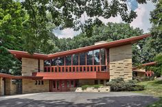 Stunning Midcentury Architecture In Minnesota You Haven't Seen Before - Elam House, Frank Lloyd Wright Mid Century Modern Design, Modern House Design, Usonian House, Butterfly Roof, Glass Butterfly, Frank Lloyd Wright Homes, Modern Exterior, Mid Century House, Gaudi