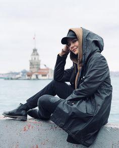 Image may contain: 1 person, shoes, sky and outdoor Niqab Fashion, Modern Hijab Fashion, Muslim Fashion, Modest Fashion, Girl Hijab, Hijab Outfit, Iranian Women Fashion, Bollywood Memes, Hijab Chic