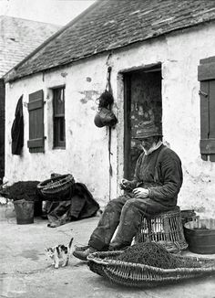 A crofter-fisherman making a net in front of his cottage. Net-making was a long … – Photography, Landscape photography, Photography tips Old Pictures, Old Photos, Vintage Photos, Fishermans Cottage, Scotland History, Vintage Fishing, British History, The Good Old Days, Vintage Photography