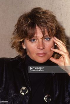 Actress Julie Christie poses for a portrait in in Los Angeles, California. Terence Stamp, Julie Christie, Julie Bowen, Classic Movie Stars, Bergen, Collars, California, Portrait, Celebrities