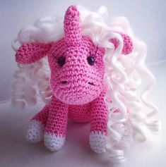 Kijk wat ik gevonden heb op Freubelweb.nl: een gratis haakpatroon van Amigurumi Today om dit leuke snoezige baby eenhoorntje te maken https://www.freubelweb.nl/freubel-zelf/gratis-haakpatroon-eenhoorn-3/