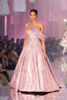 Manish Malhotra at Lakmé Fashion Week winter/festive 2019 - Page 3 Vogue India, Designer Bridal Lehenga, Designer Gowns, Lakme Fashion Week, India Fashion, Asian Fashion, Bridal Lehenga Collection, Indian Gowns, Indian Wear