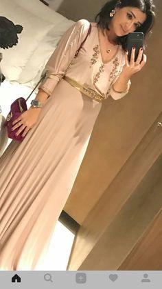 Abaya Fashion, Fashion Dresses, Sleeves Designs For Dresses, Moroccan Caftan, Hijab Fashion Inspiration, Caftan Dress, Oriental Fashion, Ao Dai, Mode Style