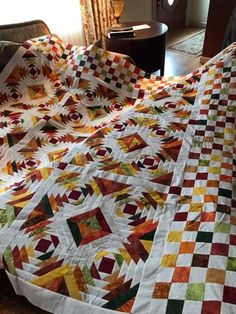 Pineapple Quilt Pattern, Pineapple Quilt Block, Quilting Tutorials, Quilting Projects, Quilting Designs, Cute Quilts, Scrappy Quilts, Log Cabin Quilts, Log Cabins
