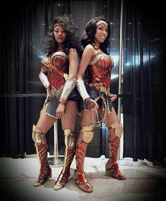 Cosplay Anime Costume Wonder Woman times two Dc Cosplay, Comic Con Cosplay, Best Cosplay, Cosplay Girls, Superhero Halloween Costumes, Halloween Cosplay, Halloween 2019, Black Cosplayers, Wonder Woman Cosplay