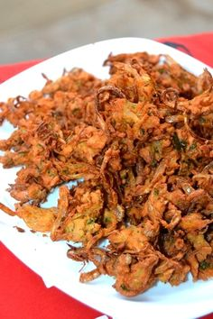 Bomaby Style Onion Pakoda is also called as Kanda bhaji, is a popular street food recipe in mumbai. Indian Food Recipes, Vegetarian Recipes, Ethnic Recipes, Bhajia Recipe, Pakora Recipes, Food Categories, Garam Masala, Chutney, Kitchens