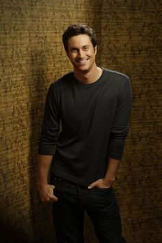 """Oliver Hudson as """"Adam"""" Rules of Engagement"""