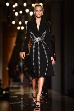 Versace: Runway - Paris Fashion Week Haute-Couture F/W 2013-2014  // THAT COAT