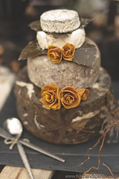 Hungar Games Wedding Cake. Geek, Rustic, Creative. Photo Credit:  Anthony Barlich Photography