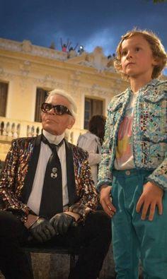 Karl Lagerfeld, diretor-criativo da Chanel, se inspirou em Cuba para a coleção Cruise 2017. O desfile foi realizado no Paseo del Prado, em Havana ADALBERTO ROQUE/AFP