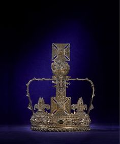 Valentino  Looking gorgeously rustic, Valentino's crown stands out as archaic against its colourful crown companions.