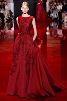 c49da19f5 Elie Saab Haute Couture Fall Winter 2013-2014 Collection Vestido Vermelho  Vinho, Moda Vermelho