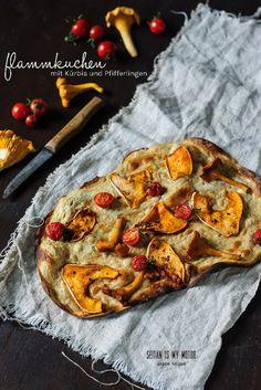 flammkuchen (tarte flambée) with squash and chanterelles #vegan