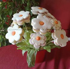 ispirazioni visual food: Bouquet di tramezzini Edible Bouquets, Edible Flowers, Fruit Flowers, Antipasto, Appetizer Buffet, Food Bouquet, Diy Food Gifts, Vegetable Carving, Happy Party