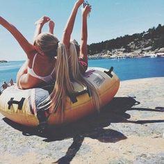 Girl,blonde,amie,plage,soleil,bronzer,rire,maillot de bain