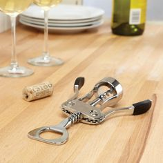 Open wine the easy way with our sturdy and reliable Chianti Wing Corkscrew.