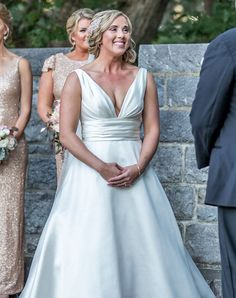 8 Genius Tips for Looking and Feeling Great in Wedding Pictures from the Photographers Who Take Them Summer Wedding, Wedding Day, Wedding Veils, Classic Photographers, Alternative Wedding, Wedding Dress Styles, Wedding Inspiration, Daily Inspiration, Wedding Trends