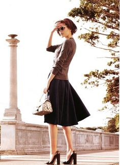 This is a lovely outfit.  Any color combo would look beautiful with the way these clothes fall.