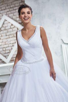 Kati Szalon- egyszerű menyasszonyi ruha, tüllös Bridal Boutique, Wedding Dresses, Fashion, Bride Dresses, Moda, Bridal Gowns, Fashion Styles, Weeding Dresses, Wedding Dressses