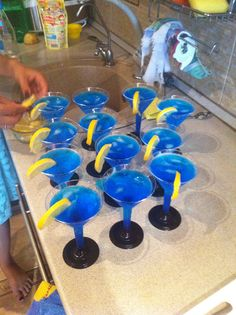 Easy and tasty coctail with Blue Curacao, Vodka, Sprite and lemon.