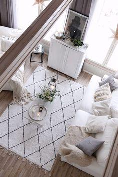 Vaaleanpunainen hirsitalo - Shag Rug, Rugs, Home Decor, Ideas, Shaggy Rug, Farmhouse Rugs, Decoration Home, Room Decor, Blankets