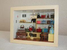 Création la passion des sacs dans une petite vitrine