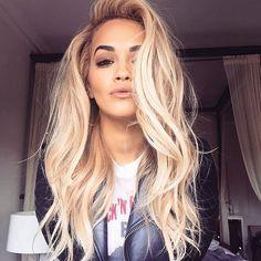 Rita Ora always proving how gorgeous blonde hair p. Rita Ora always proving how gorgeous blonde hair pairs with brown eyes. Hair Day, New Hair, Your Hair, Wavy Hair, Ombre Hair, Short Hair, Gorgeous Blonde, Gorgeous Hair, Perfect Blonde