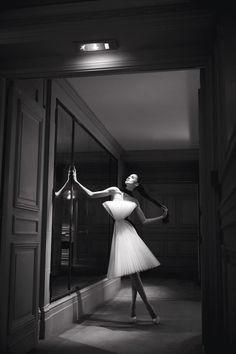Sous l'objectif de Dominique Issermann, la haute couture printemps-été 2015, sublimée par la charismatique Anna Cleveland - fille de Pat, top-model star des seventies -, célèbre l'extrême féminité. Ode à la légèreté, à la poésie, au romantisme.