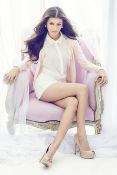 Liza Soberano HD Wallpapers In Hottest Images She is one of the most sexiest and most hottest actresses of Hollywood.Liza Soberano Hot and Sexy Photos Asian Woman, Asian Girl, Filipina Beauty, Beautiful Asian Women, Beautiful Legs, Girl Photography, Female Models, Sexy Legs, Girl Photos