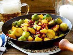Zünftiges Rosenkohl-Kartoffel-Gröstl Rezept | LECKER